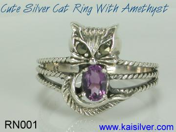 gemstone cat ring with amethyst